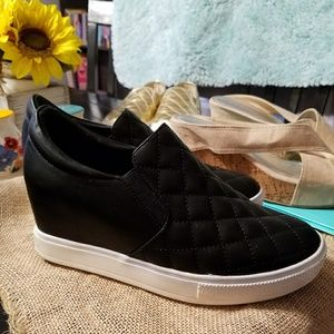 Bushkill Wedge Wanted Women's Quilted Sneakers CorBedxW